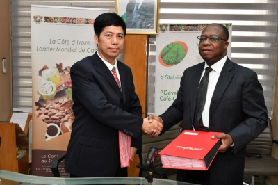 LE CONSEIL DU CAFE-CACAO ET LA CHINA LIGHT INDUSTRY DESIGN ENGINEERING CO, LTD. (CNDC) SIGNENT UN ACCORD